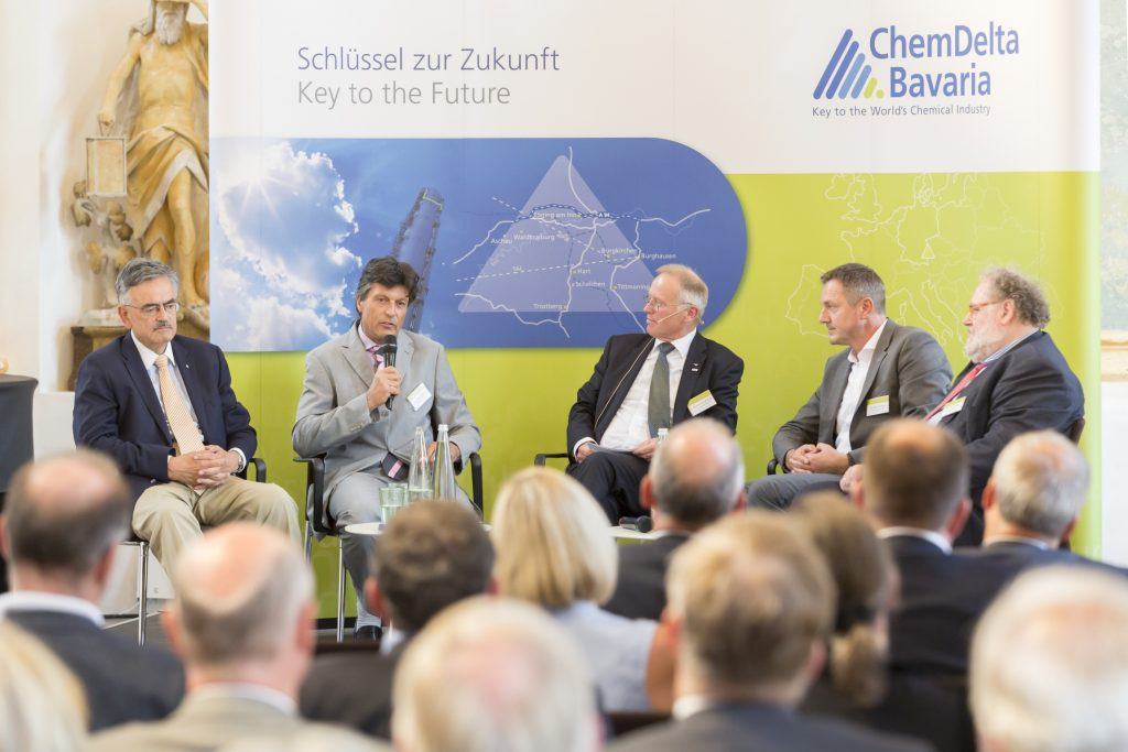 ChemDelta Sommerempfang 2017 in Raitenhaslach, 10 Jahre ChemDelta, Podiumsdiskussion, v.l. Prof. Dr. Wolfgang A. Herrmann, Dr. Fridolin Stary, Dr. Bernhard Langhammer, Dr. Martin Vollmer, Dr. Anton Steiner